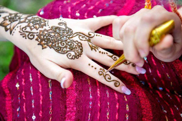 గోరింటాకు Mehndi ఎర్రగా పండటానికి అరుదైన చిట్కాలు